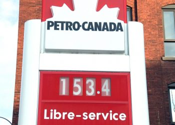 Ford government will now require gas stations to display Trudeau carbon tax price