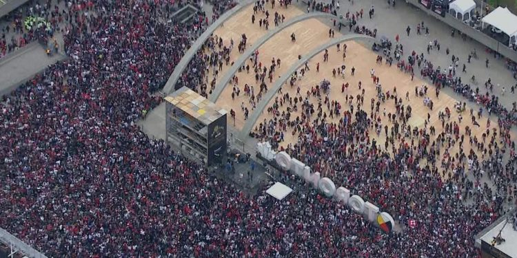 Over two million pack downtown Toronto for Raptors parade