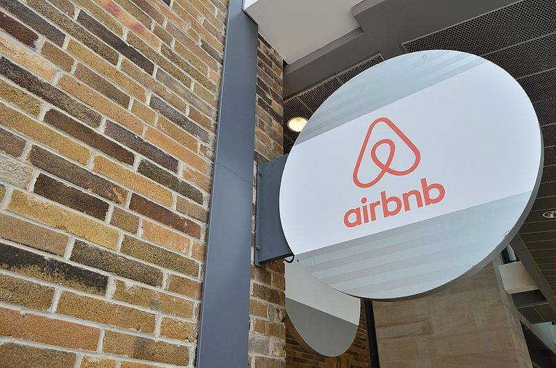 Man survives life-threatening shooting after attending Toronto Airbnb mansion party