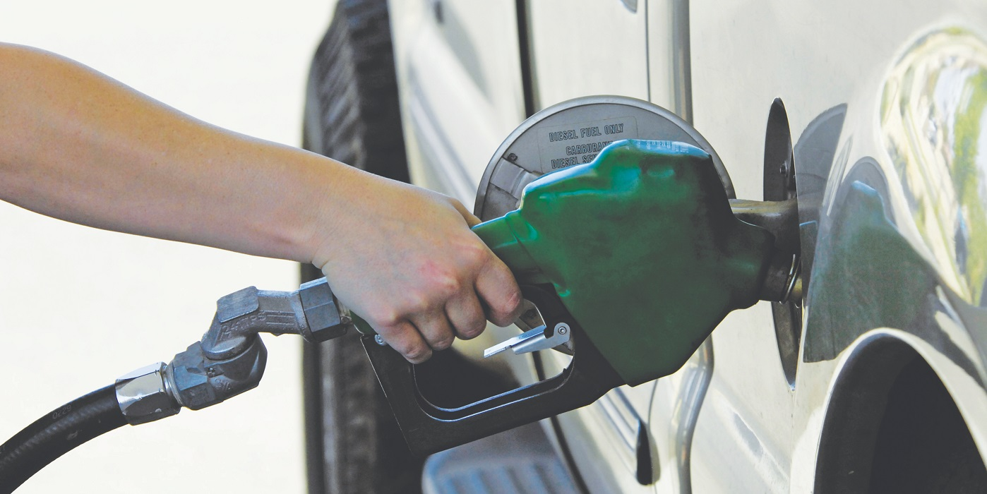 Poll: Gas prices keeping Ontarians off the roads this summer