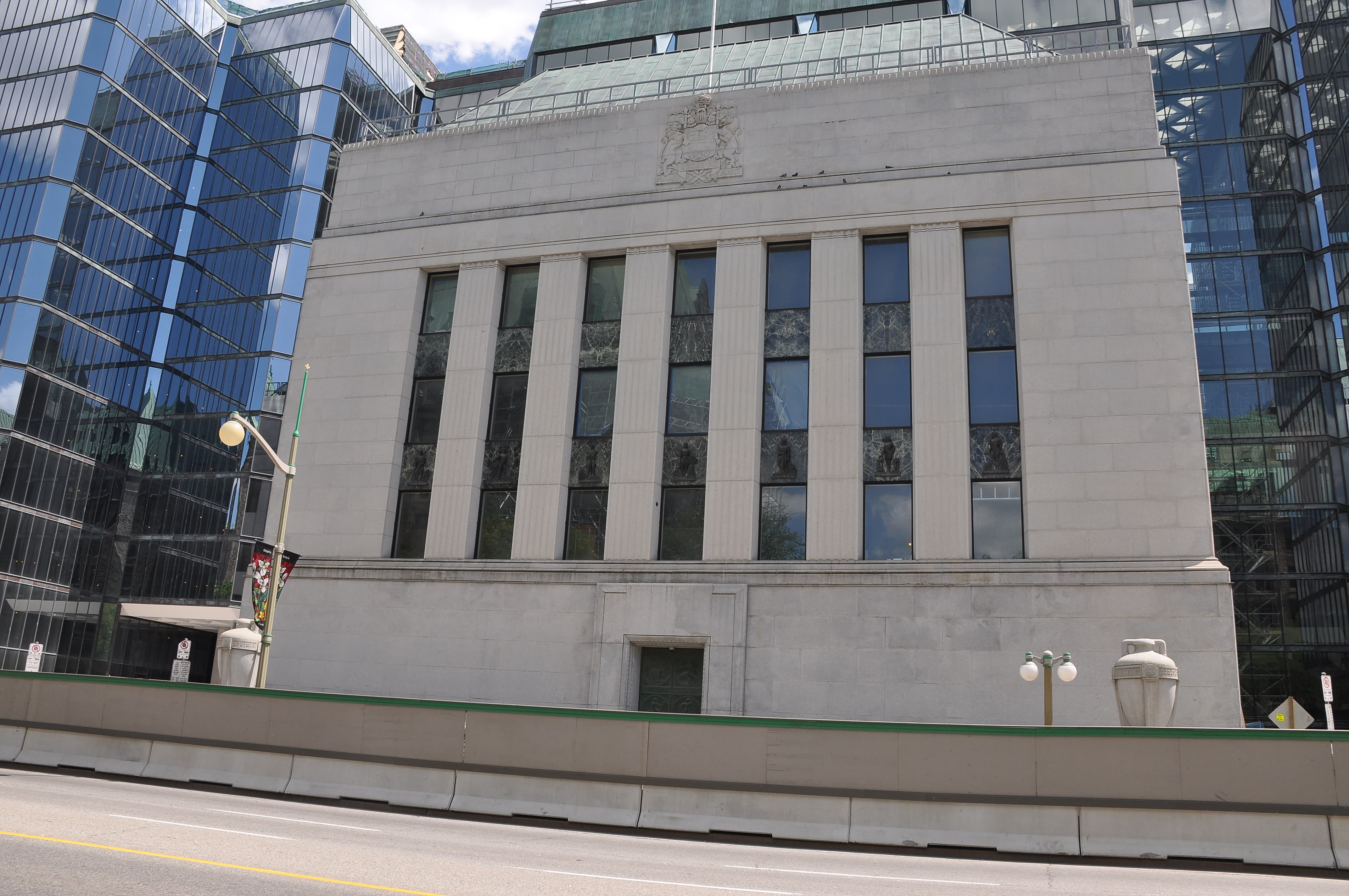 Bank of Canada holds interest rate steady amidst trade uncertainties