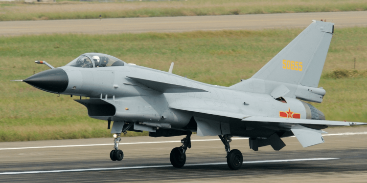 Chinese fighter jets buzz Canadian warship