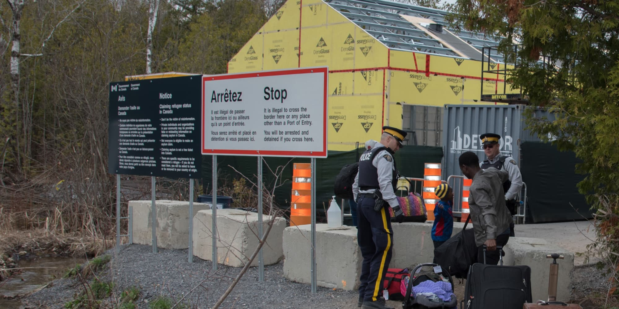 Despite the number of people illegally entering Canada at the border decreased, the number of people claiming asylum at airports continued to spike.