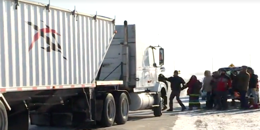 RCMP investigating truck driver who went through blockade in Manitoba