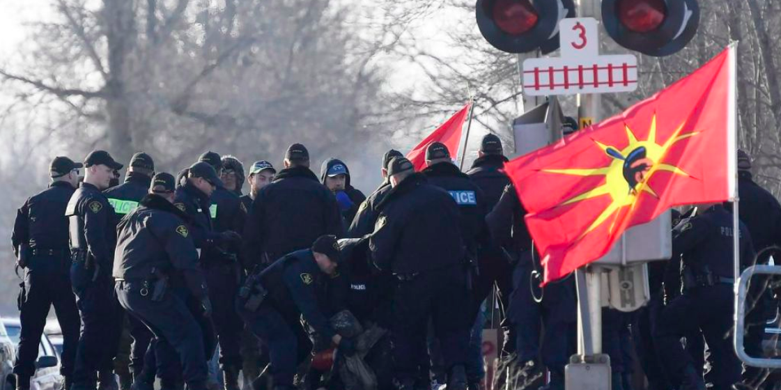 POLL: 63 percent of Canadians support police intervention in anti-pipeline blockades