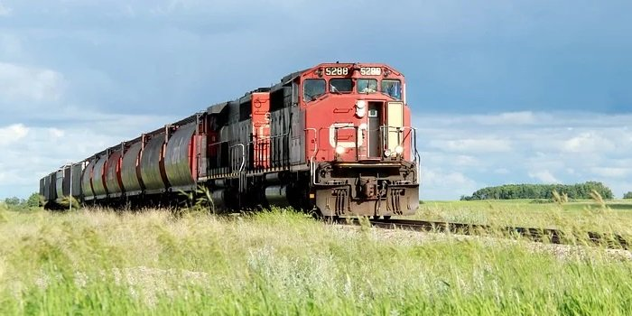 Over 3,000 CN Rail workers to strike at midnight if agreement not reached