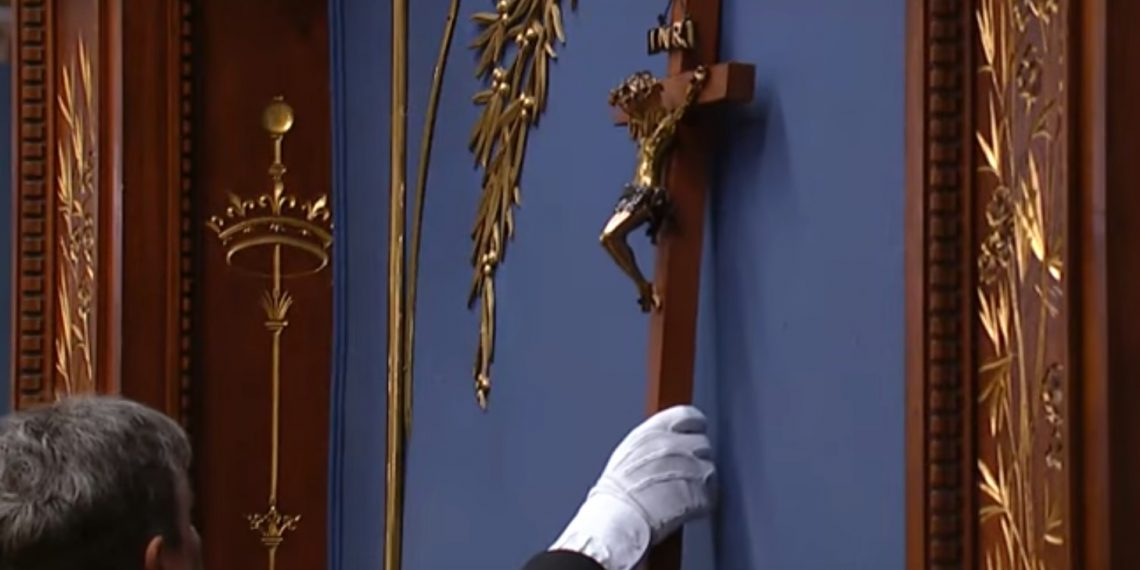 Historic crucifix removed from National Assembly in Quebec