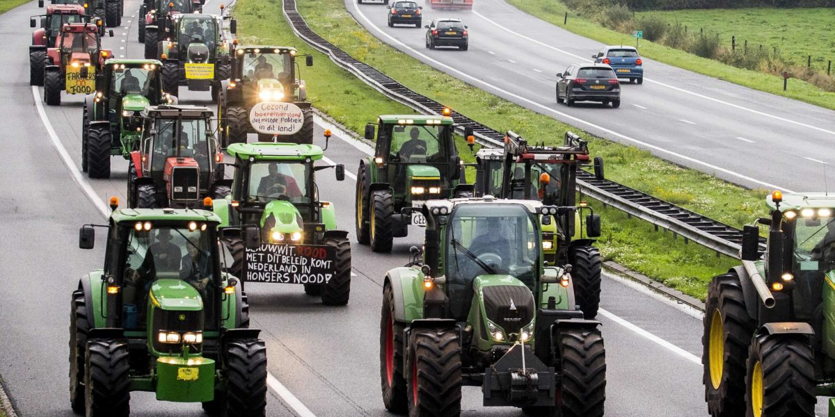 Thousands of farmers protest climate change measures in the Netherlands