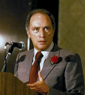 Vancouver elementary school opens time capsule, finds letter from PM Pierre Elliott Trudeau