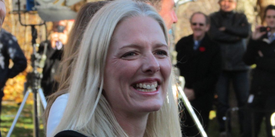 Catherine McKenna hopes to bully Jason Kenney into carbon tax submission