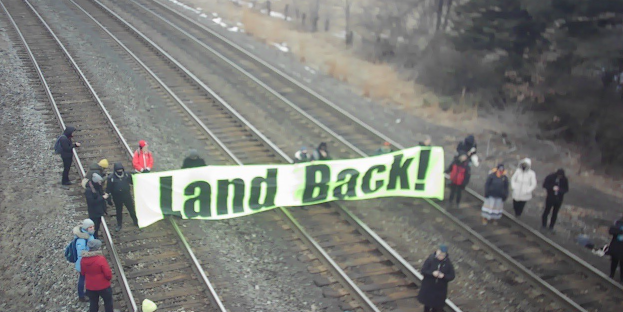 Thousands STRANDED in Toronto as GO trains blocked by anti-pipeline protestors
