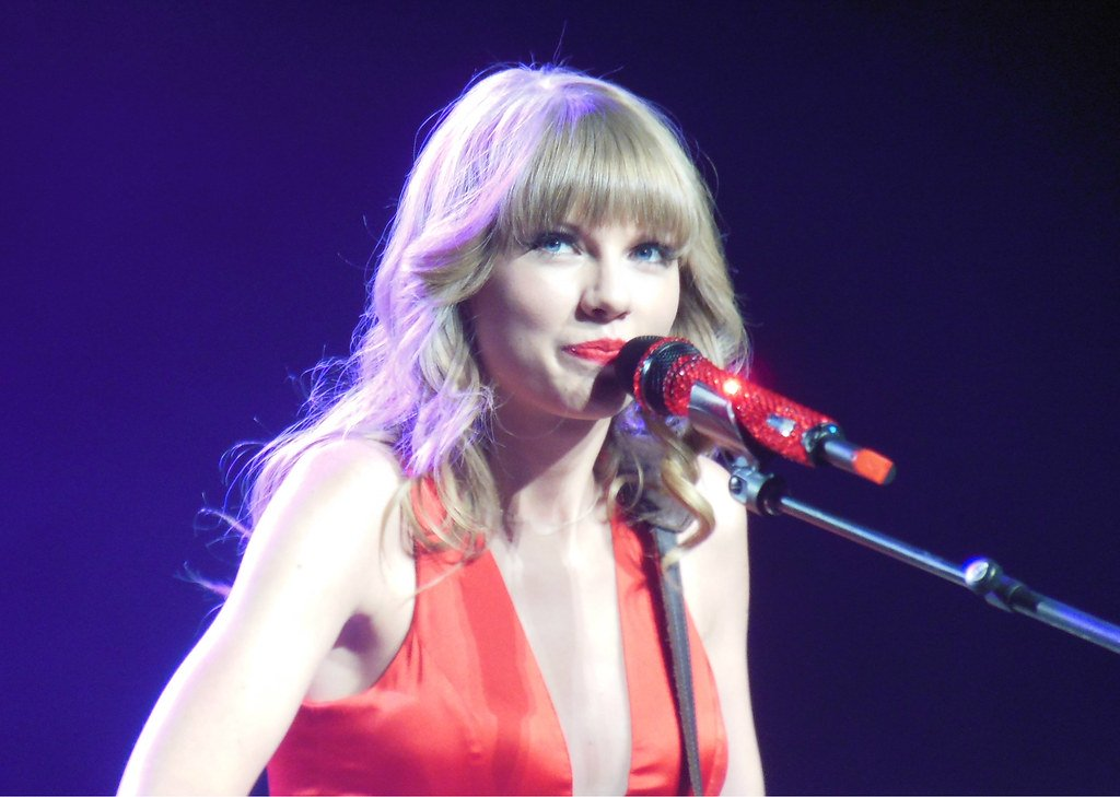 Taylor Swift sends $6000 to Ontario fan who couldn't afford tuition