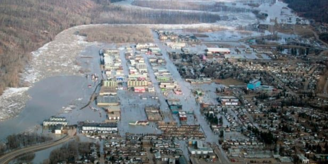 Fort McMurray flooding claims one life as leaders call for local investment