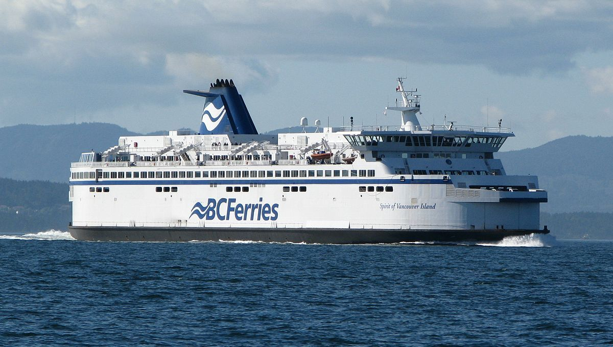 Employee of BC Ferries dies after falling into the Fraser River