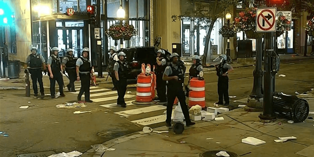 Chicago police union demands feds to charge looters who vandalized the city's 'Magnificent Mile'