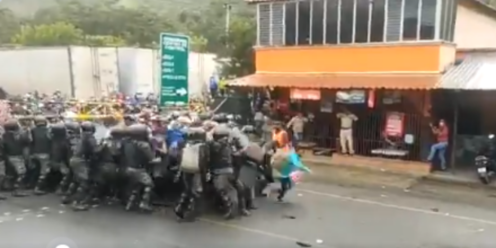 Guatemalan security forces fight newly-formed caravan headed for U.S. border