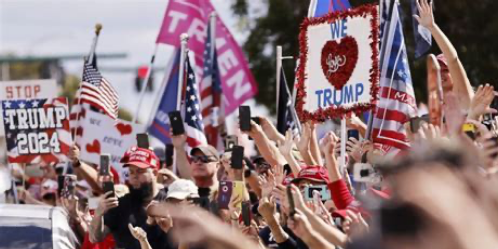 Trump supporters give 45th president warm welcome as he lands in Florida