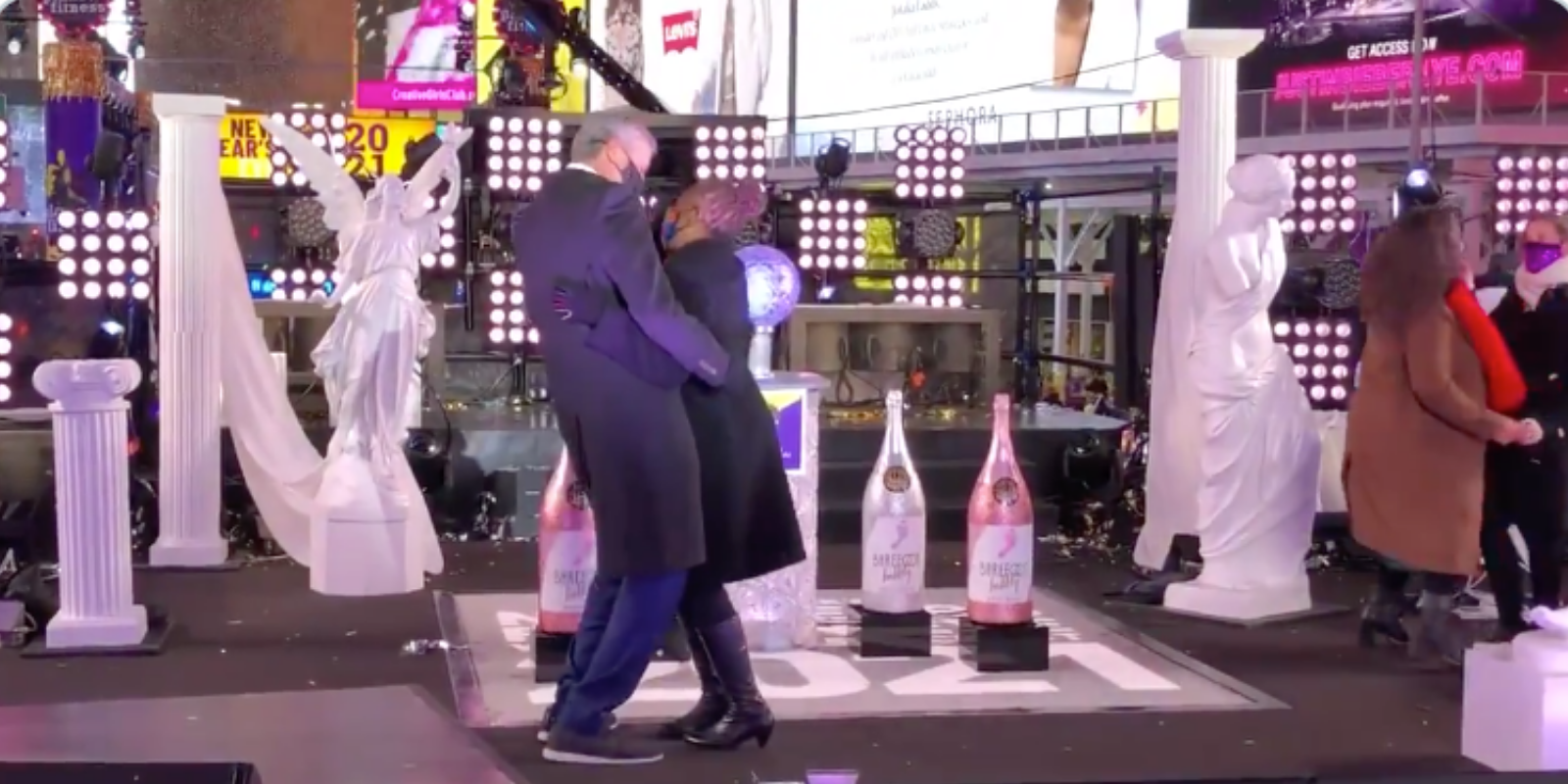 WATCH: Mayor de Blasio dances in Times Square with his wife after shutting down annual New Year's Eve party