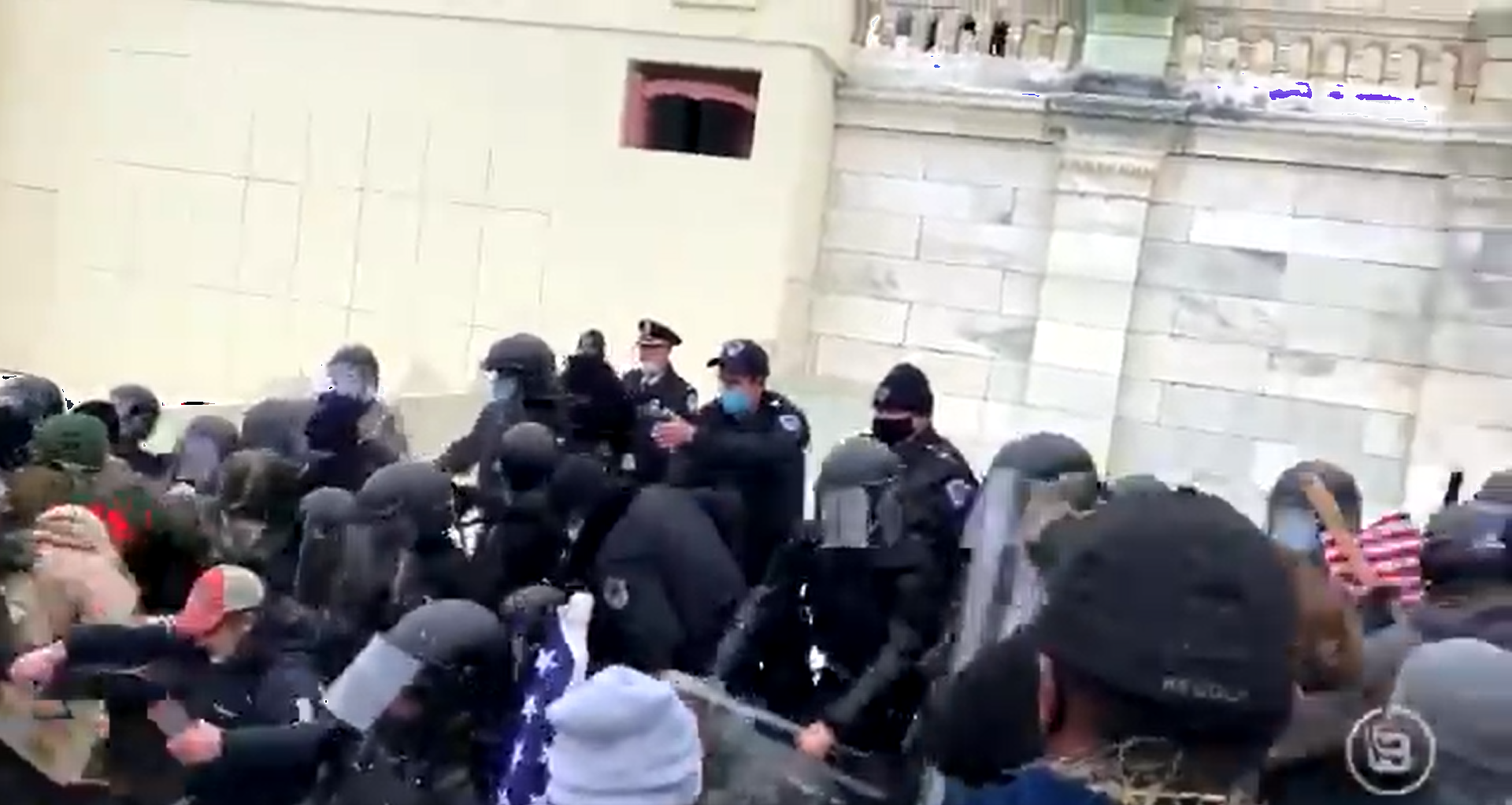 BREAKING: Trump supporters brawl with federal police at Capitol building