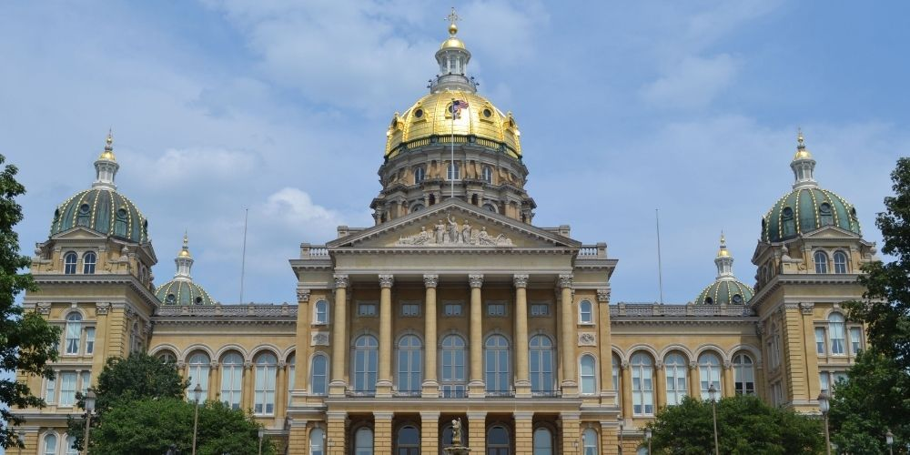 Iowa passes bill limiting early voting
