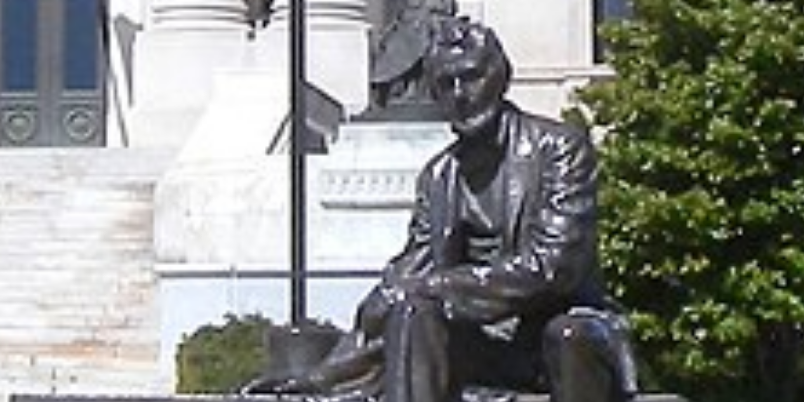Man arrested by Boise police for defacing Lincoln statue