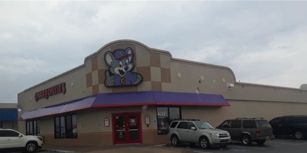 DEVELOPING: Police respond to reports of woman shot and killed at Chuck E. Cheese in Arkansas, families still inside restaurant