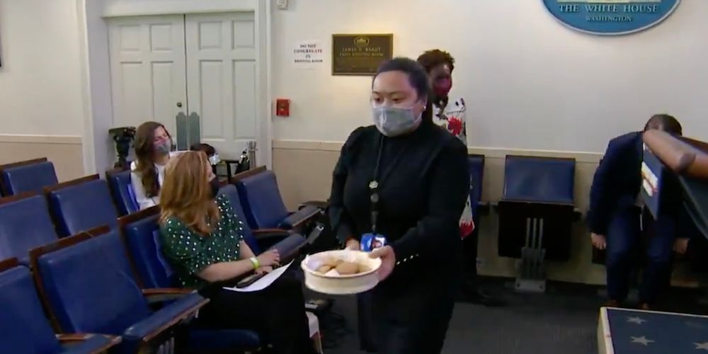 WATCH: Cookies distributed to media during White House press briefing