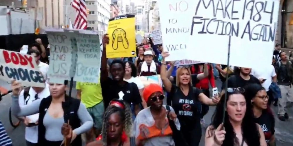 Thousands of New Yorkers protest Mayor de Blasio and Governor Hochul's vaccine mandates