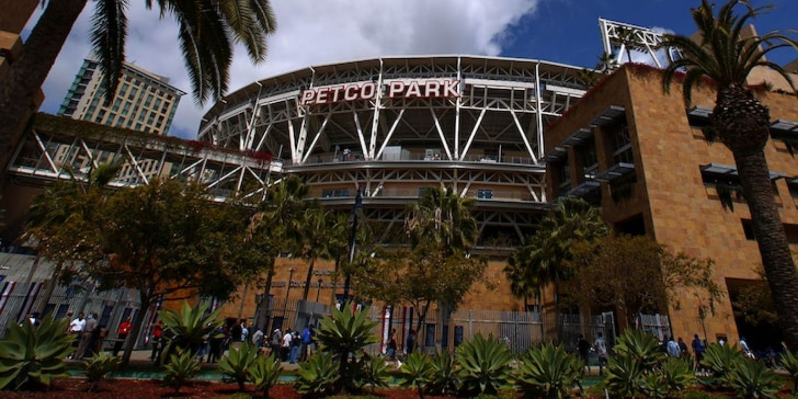 Mother, toddler dead after 'suspicious' fall at Petco Park before Padres game