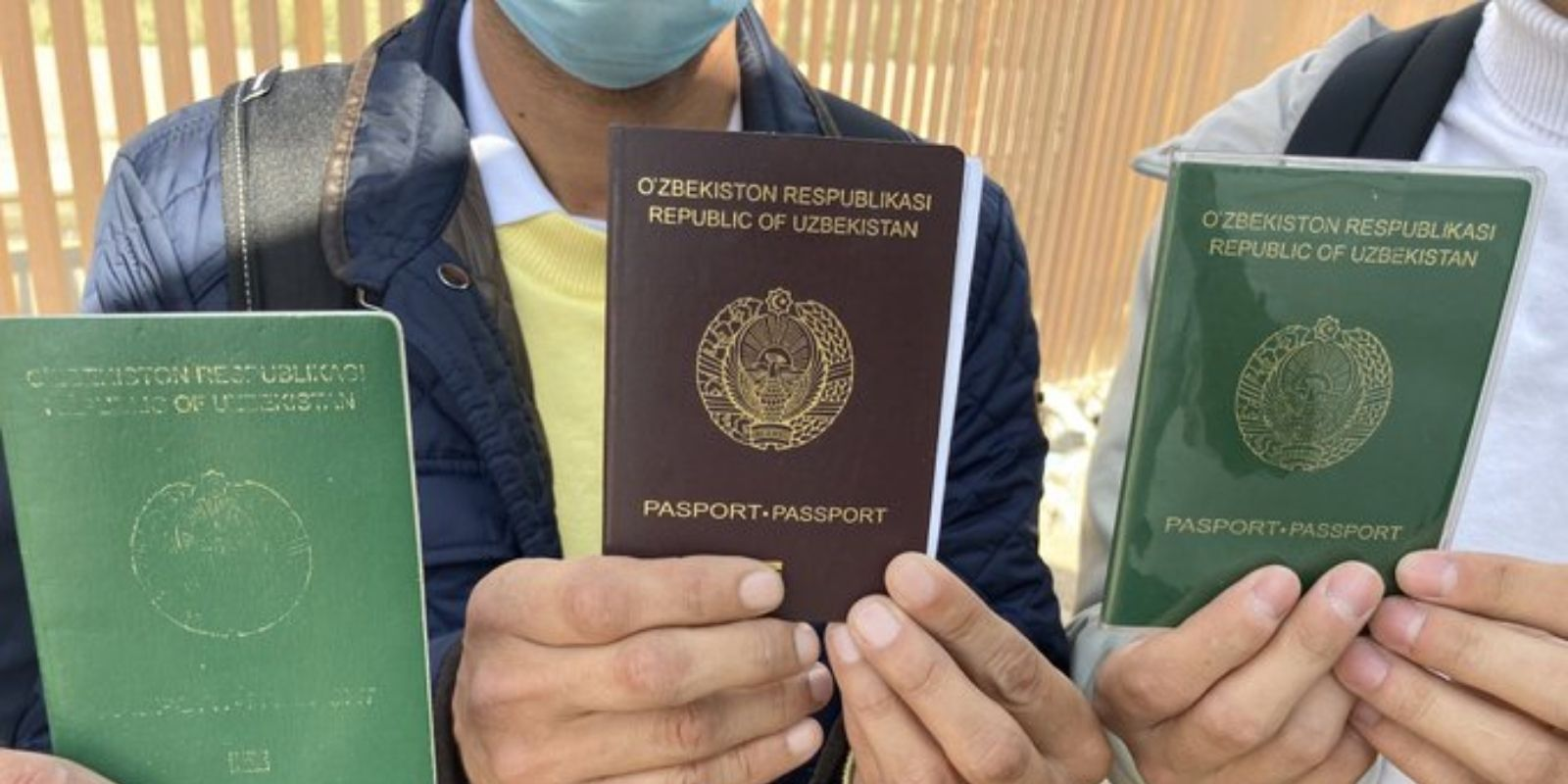 Journalist at the southern border reports MASSIVE flow of migrants, three of them show Uzbek passports